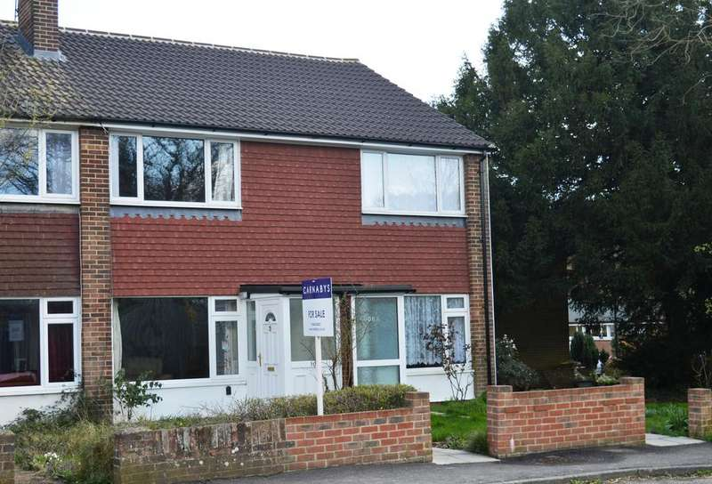 2 Bedrooms Ground Maisonette Flat for sale in Junction Road, Burgess Hill RH15