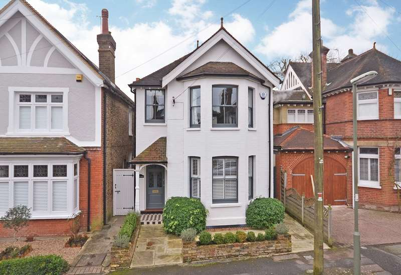 3 Bedrooms Detached House for sale in Esher
