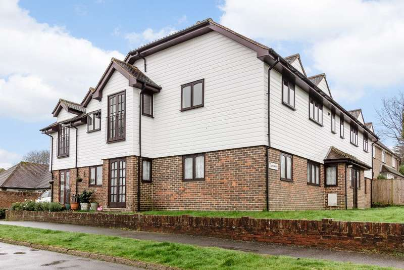 2 Bedrooms Flat for sale in White Chimneys, Crowborough, East Sussex, TN6