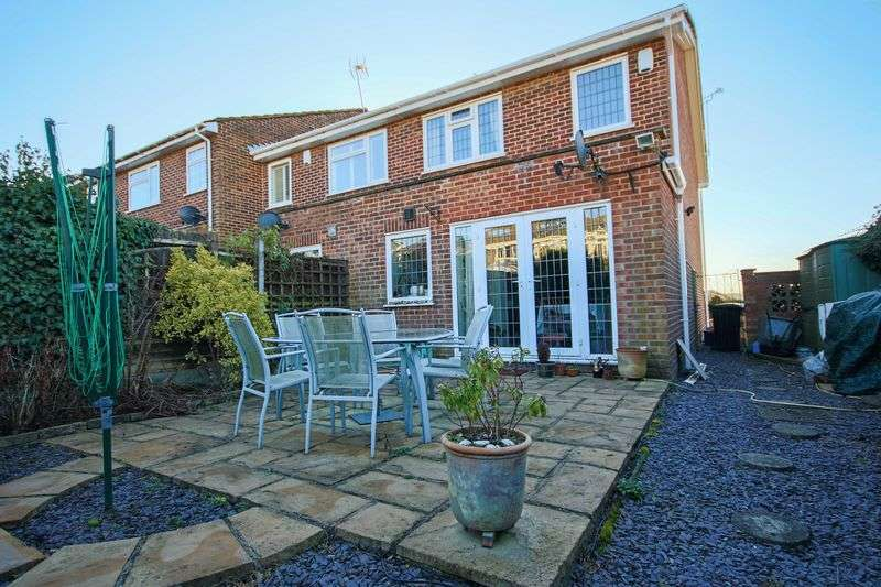 3 Bedrooms Terraced House for sale in Thornhill, North Weald CM16