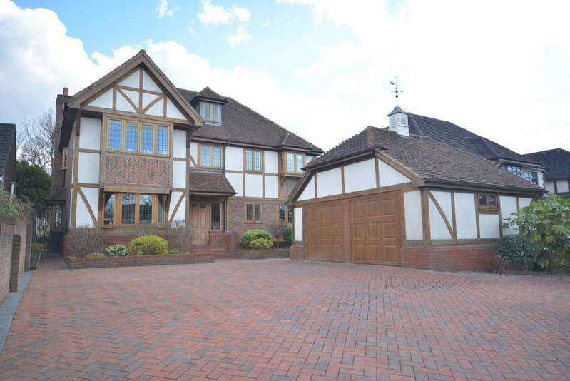 5 Bedrooms Detached House for sale in Sylvan Avenue, Emerson Park, Hornchurch RM11