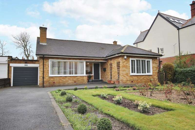 3 Bedrooms Detached Bungalow for rent in The Drive, Gosforth NE3