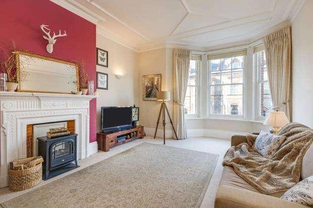 2 Bedrooms Flat for sale in Southwood Lane, Highgate Village, London, N6