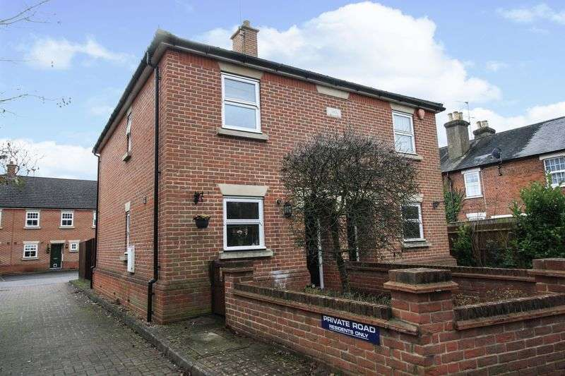2 Bedrooms Semi Detached House for sale in Altwood Road, Maidenhead