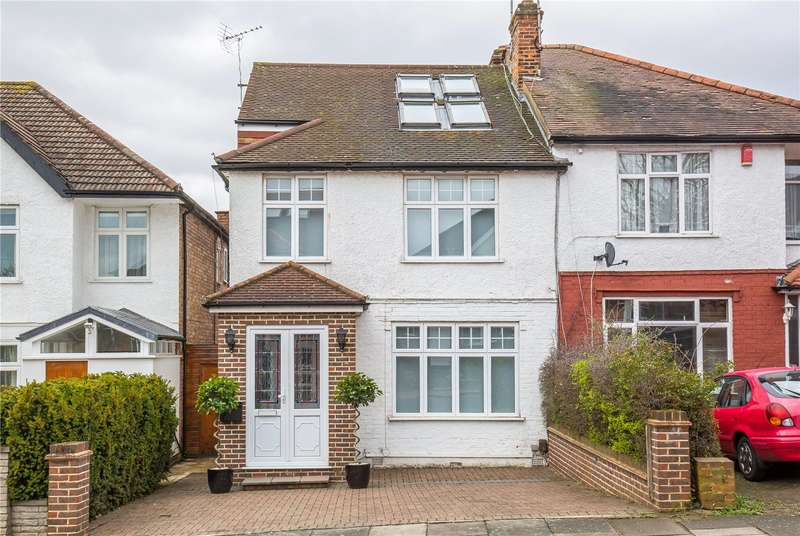 4 Bedrooms Semi Detached House for sale in Nethercourt Avenue, West Finchley, London, N3