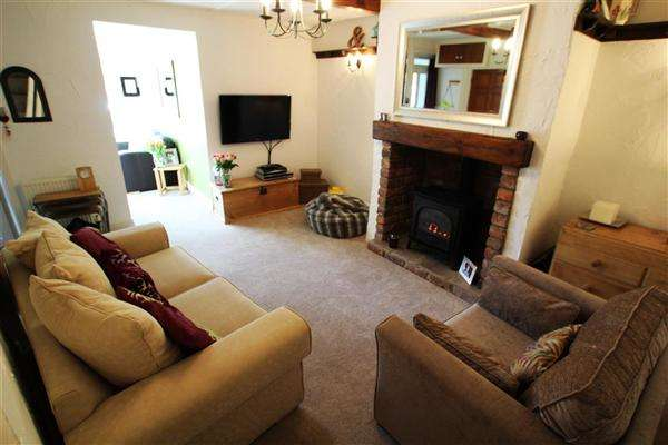 2 Bedrooms Cottage House for sale in Laund Road, Salendine Nook, Huddersfield