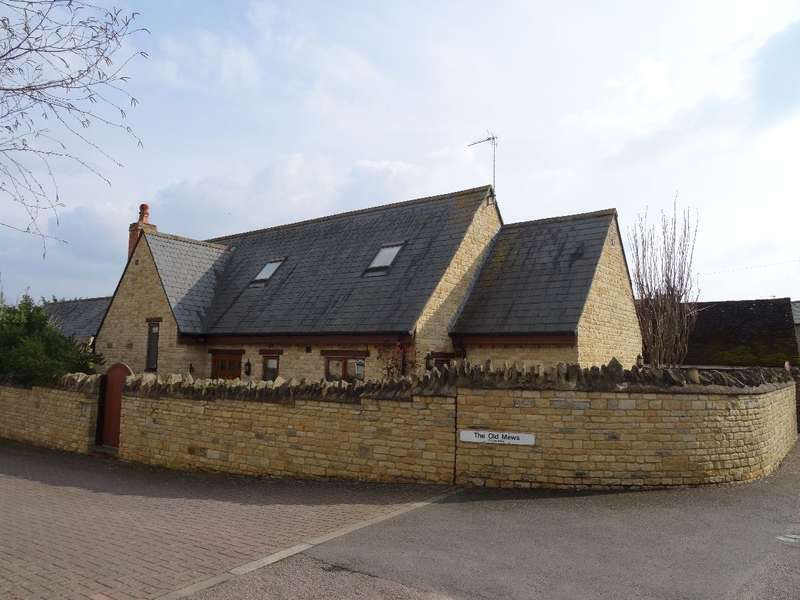 4 Bedrooms Detached House for sale in THE OLD MEWS, OLNEY