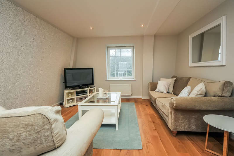 2 Bedrooms Flat for sale in Brompton Court Tweedy Road, Bromley, BR1