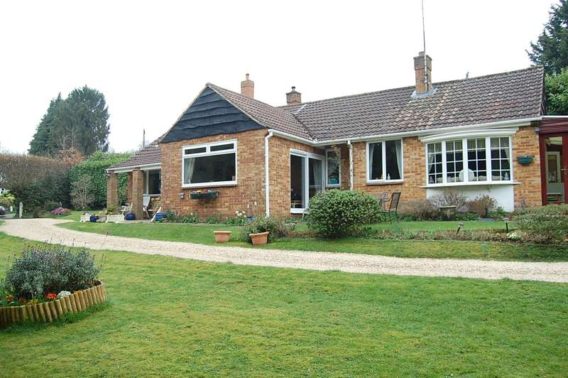 3 Bedrooms Detached Bungalow for sale in Sandy Rise, Chalfont Heights, Chalfont St Peter, SL9