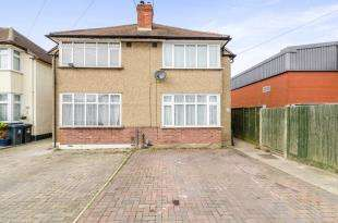 2 Bedrooms House for sale in Fullers Way South, Chessington, Surrey, Chessington