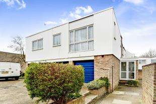 2 Bedrooms Maisonette Flat for sale in Astor Court, Ham View, Shirley, Croydon