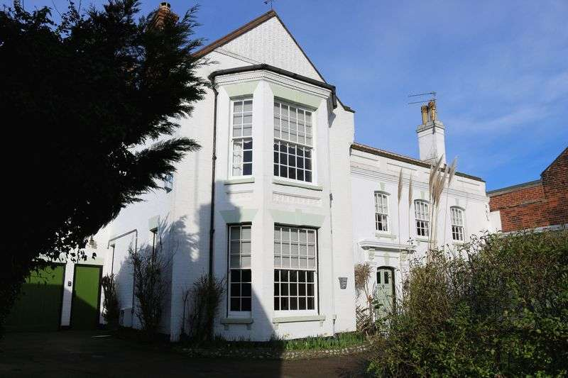 5 Bedrooms Semi Detached House for sale in Blackwall Reach, Gorleston, Great Yarmouth