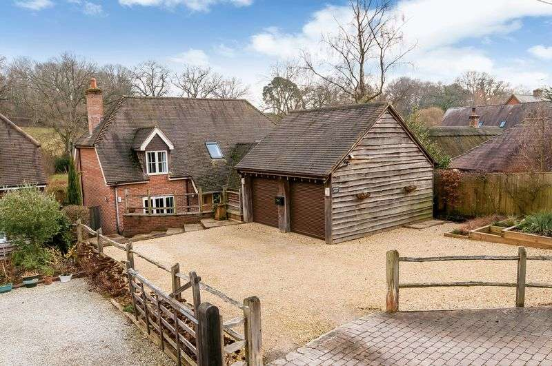 5 Bedrooms Detached House for sale in Awbridge