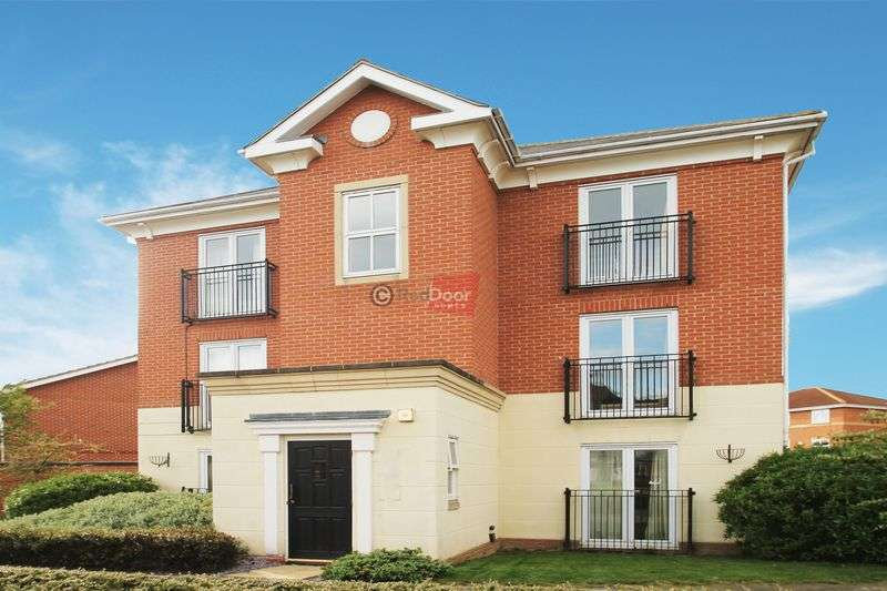 3 Bedrooms Flat for sale in St Marys Island, Chatham