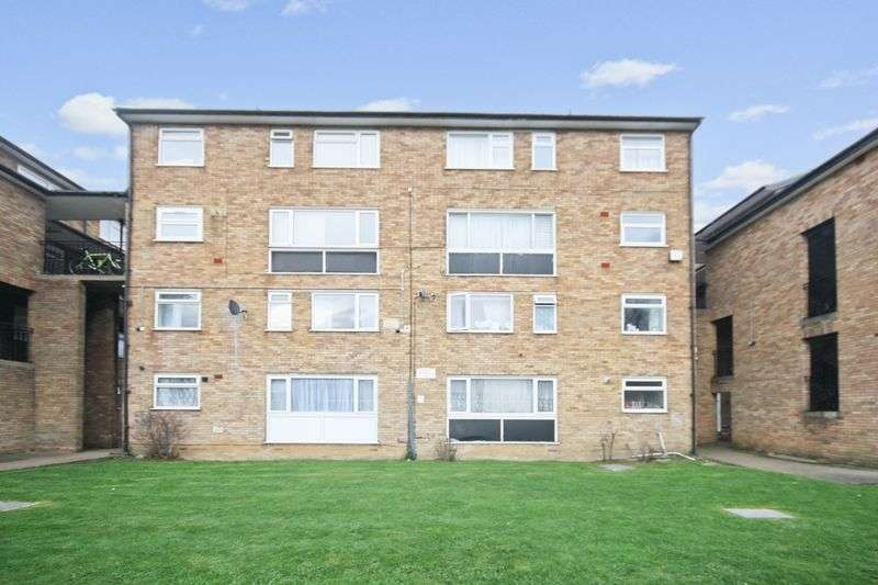 2 Bedrooms Flat for sale in Clifford Close, Northolt
