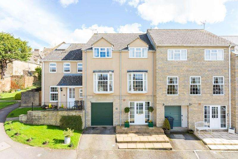 4 Bedrooms Terraced House for sale in Hill Lawn Court, Chipping Norton