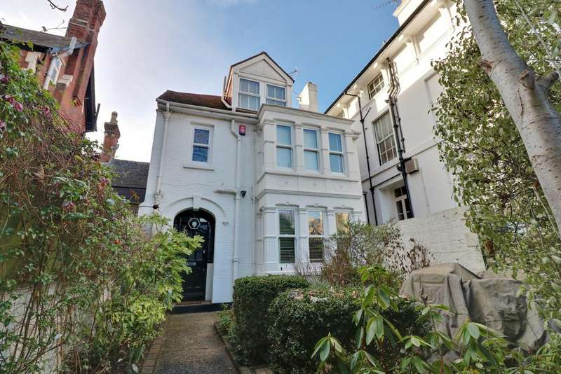 4 Bedrooms Link Detached House for sale in Grove Road South, Southsea