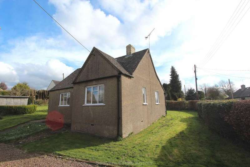 2 Bedrooms Detached Bungalow for sale in The Knoll, Cranham