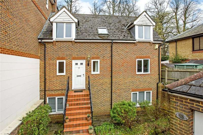 4 Bedrooms Semi Detached House for sale in King George Square, Richmond, Surrey, TW10