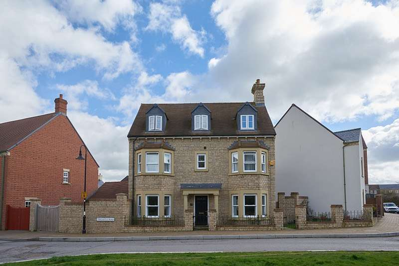 5 Bedrooms Detached House for sale in Trecastle Road, Swindon, Wiltshire, SN1