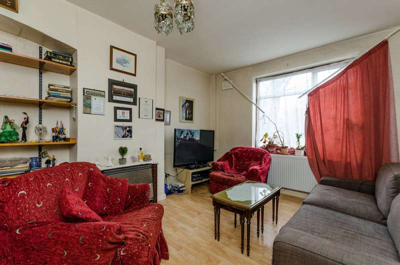 3 Bedrooms House for sale in Sundew Avenue, Shepherd's Bush, W12