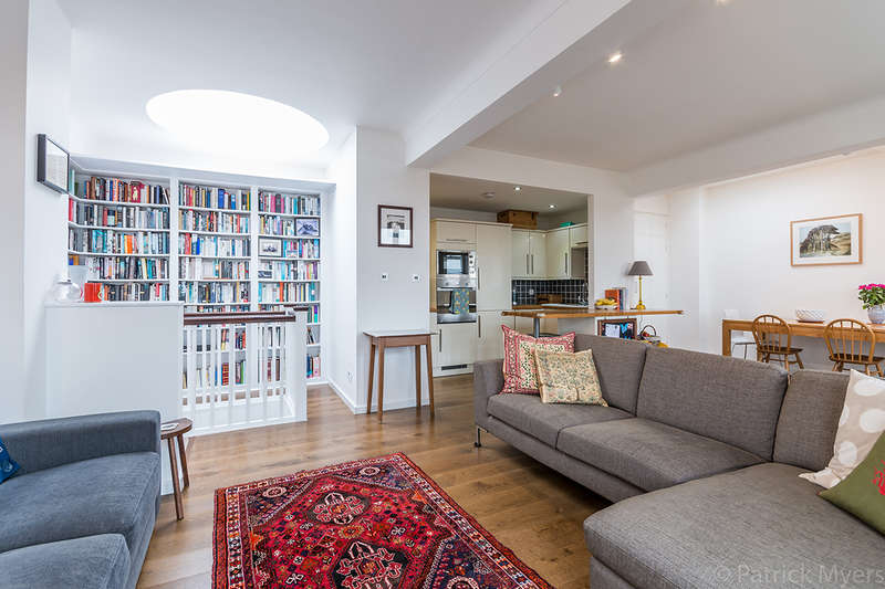 3 Bedrooms Apartment Flat for sale in Cormont Road, , SE5