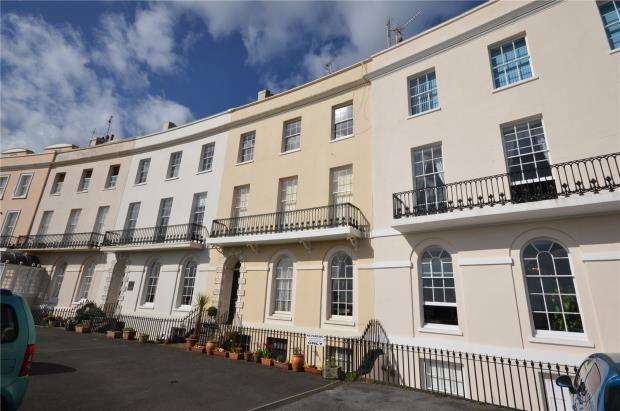 2 Bedrooms Maisonette Flat for sale in Den Crescent, Teignmouth, Devon