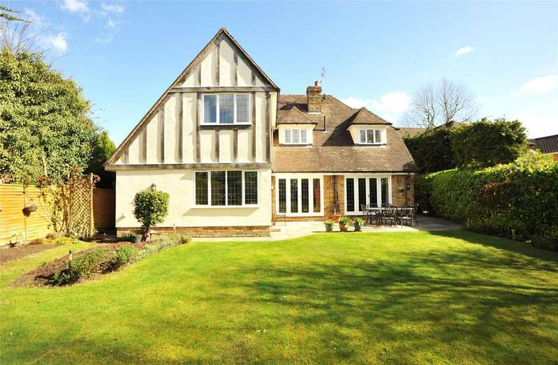 5 Bedrooms Detached House for sale in Heronway, Hutton Mount, Shenfield, Essex, CM13