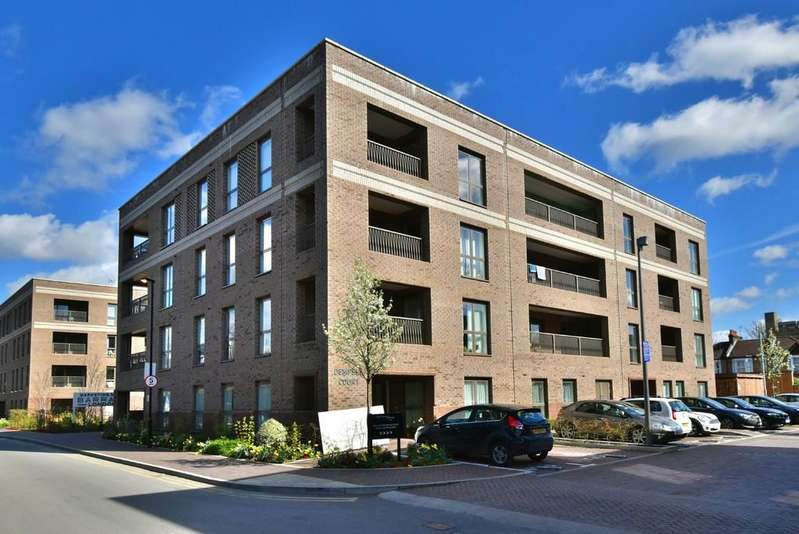 2 Bedrooms Flat for sale in Adenmore Road SE6