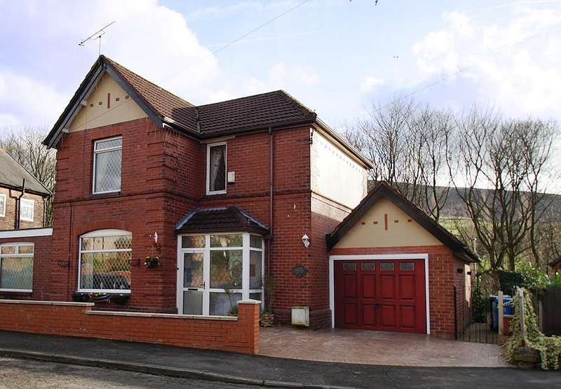 3 Bedrooms Semi Detached House for sale in St Marys Drive, Greenfield OL3
