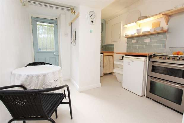 2 Bedrooms Flat for sale in Clapton Terrace, London, E5