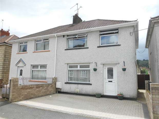 3 Bedrooms Semi Detached House for sale in Ty Isaf Park Road, Risca, NEWPORT
