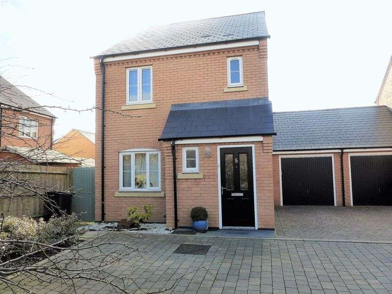 3 Bedrooms Detached House for sale in Claydon Gardens, Daventry, NN11 8BQ