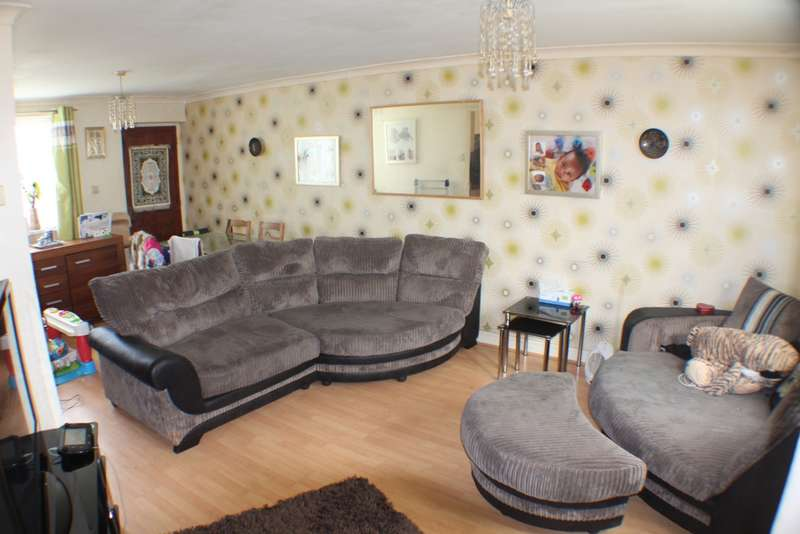 3 Bedrooms Town House for sale in Rowlatts Hill Road, Leicester, LE5