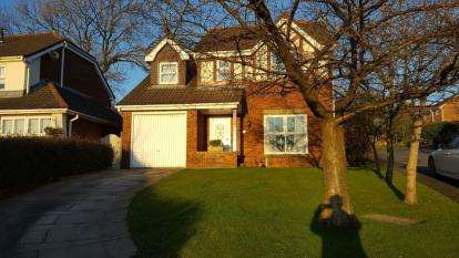 4 Bedrooms Detached House for sale in Foxglove Drive, Whittle-Le-Woods, Chorley, Lancashire, PR6