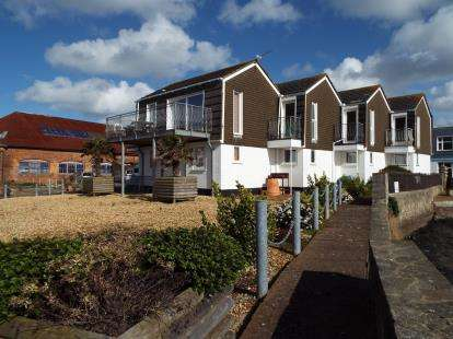 2 Bedrooms End Of Terrace House for sale in Castle Street, East Cowes, Isle Of Wight