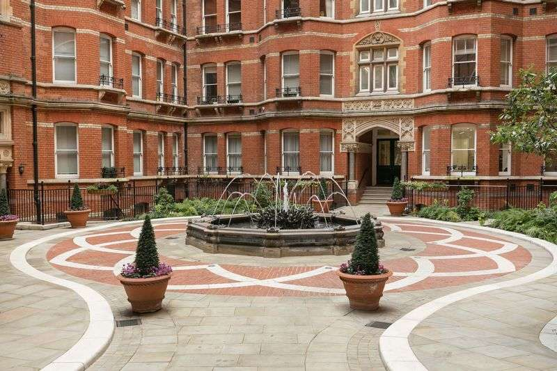 2 Bedrooms Flat for sale in Artillery Mansions, Victoria Street