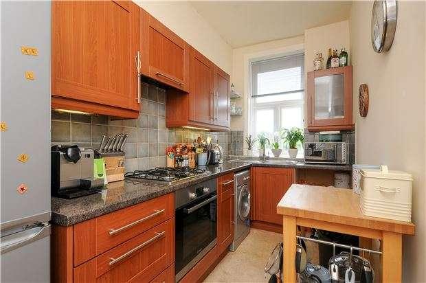 3 Bedrooms Flat for sale in Gleneldon Road, LONDON, SW16
