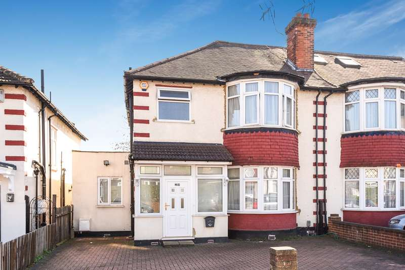 4 Bedrooms Semi Detached House for sale in Holmstall Avenue, Edgware, HA8