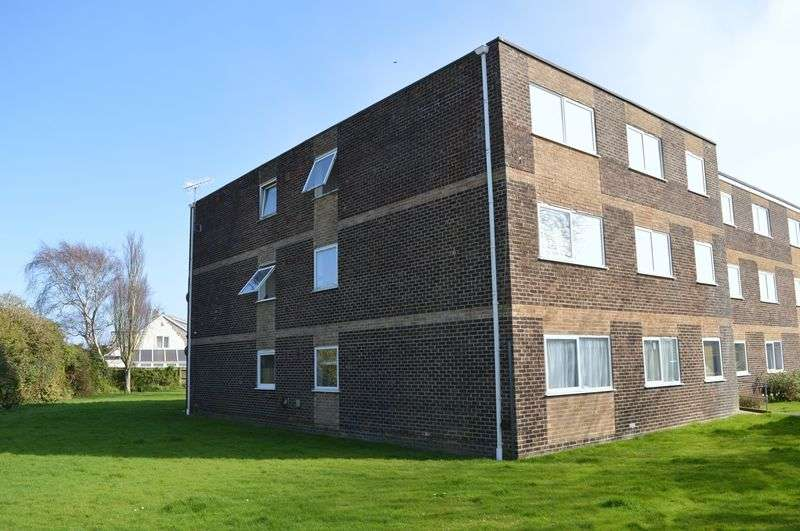2 Bedrooms Flat for sale in Rails Lane, Hayling Island.
