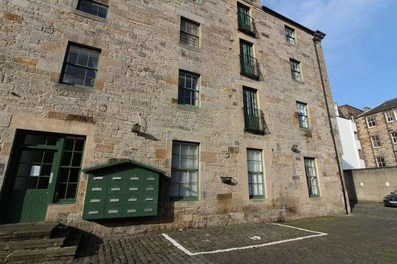 2 Bedrooms Flat for sale in Constitution Street, Edinburgh