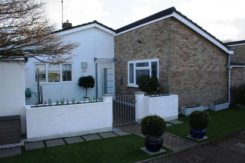 2 Bedrooms Semi Detached Bungalow for sale in Whitehouse Meadows, Leigh-on-Sea SS9