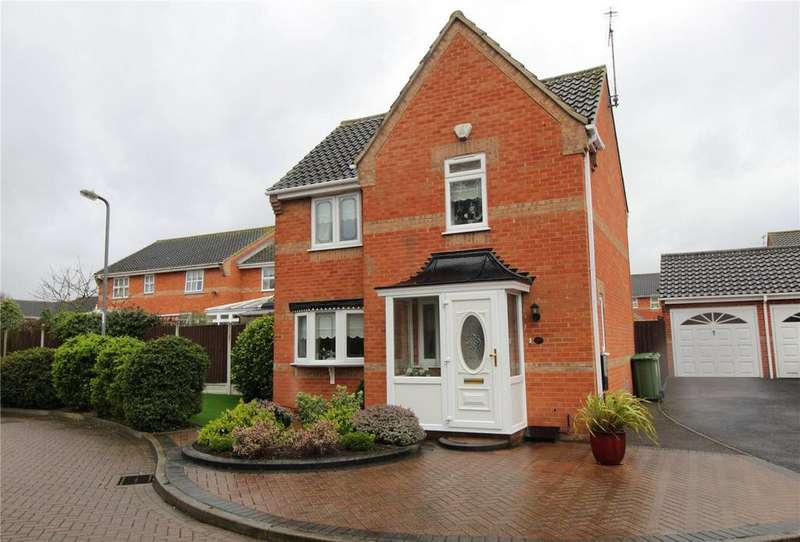 3 Bedrooms Detached House for sale in Northampton Grove, Langdon Hills, Essex, SS16