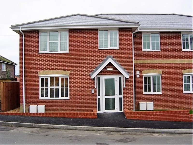 2 Bedrooms Apartment Flat for sale in Silcombe Lane, Freshwater