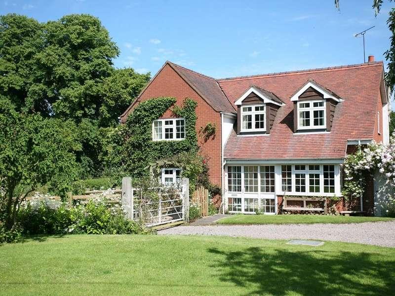 3 Bedrooms Cottage House for sale in Ganllwyd Cottage, Parkside Lane, Hatherton, WS11 1RL