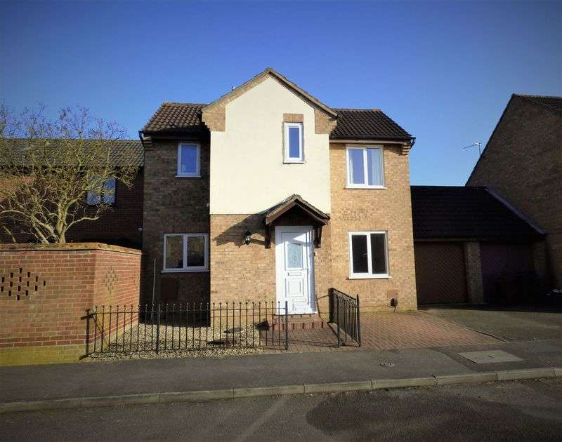3 Bedrooms Detached House for sale in Shatterstone, Northampton