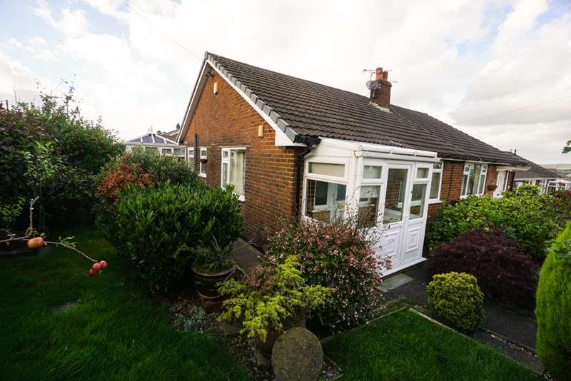 2 Bedrooms Semi Detached Bungalow for sale in Clifton Drive, Blackrod