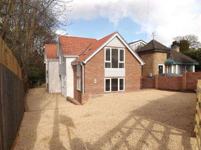 3 Bedrooms House for sale in Bitterne, Southampton, Hampshire