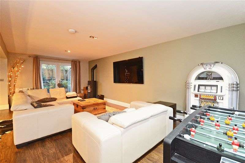 5 Bedrooms Detached House for sale in Garstons Close within walking distance of Wrington, BS40 5QT