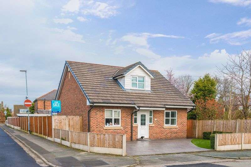 3 Bedrooms Detached House for sale in Mere Road, Fearnhead